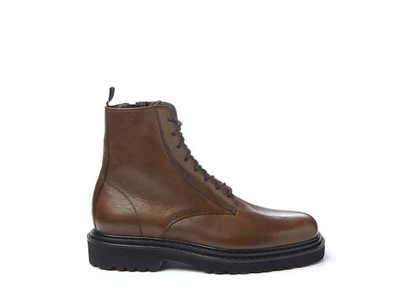 Leather-coloured combat boot