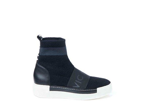 Sock-Sneaker mit Gummiband und Kontrastsohle