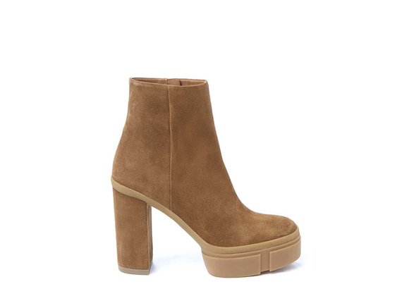 Crust leather ankle boot with rubber platform