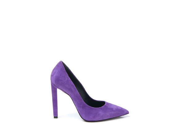Purple suede court shoe