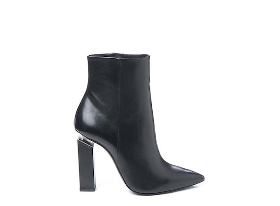 Pointed ankle boot with suspended heel