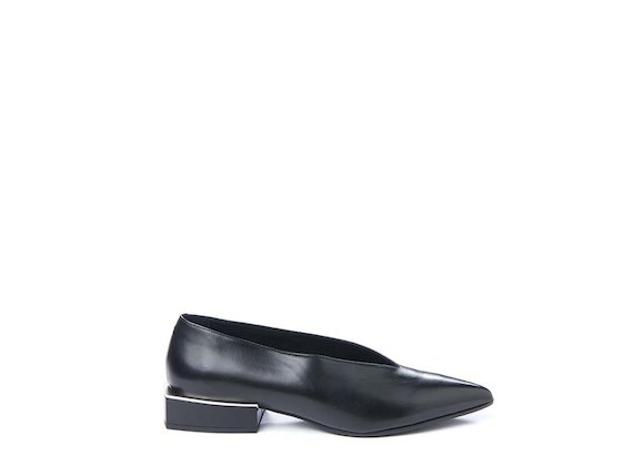 Ballerina flat with geometric heel