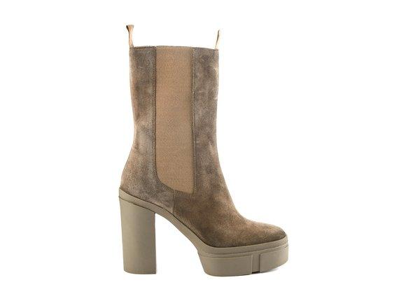 Dove-grey split leather Beatle boots with rubber platform