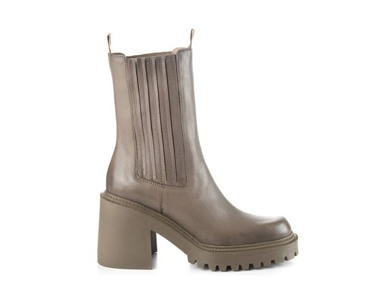 Clay-grey calfskin Beatle boots with lugged sole