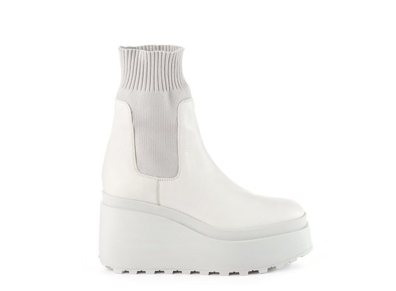 Ice-white ankle boots in leather/knit fabric with wedge