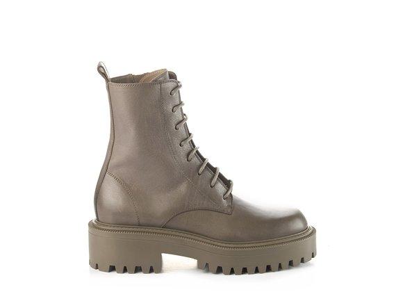Roccia-sole combat boots in clay-grey calfskin
