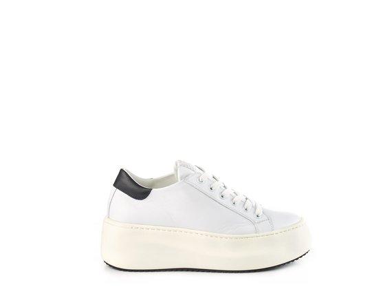 sneakers platform bassa in pelle bianca/nera