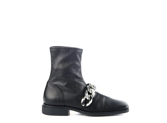 Quadro Flat ankle boots in stretchy black nappa with silver chain