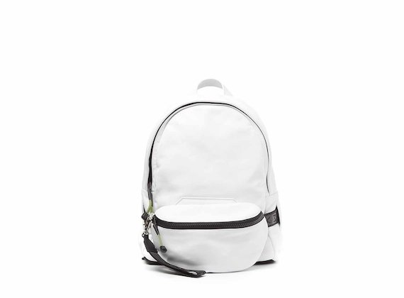 Parker<br />White backpack with pouch