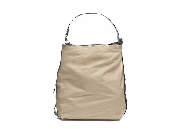 Alexis<br />Beige bag with 3D logo