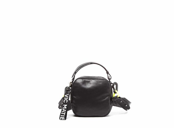 Clarissa<br />Mini sac noir avec bandoulière à relief