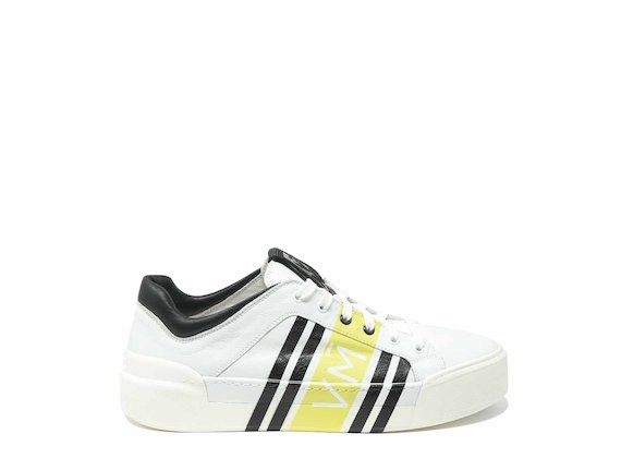 Trainers with enveloping yellow print