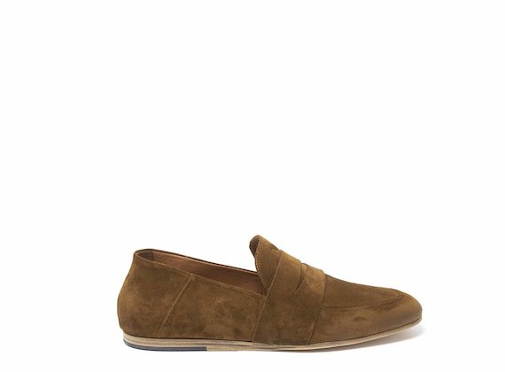 Tobacco brown suede moccasins