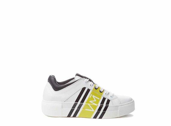 Sneaker con stampa digitale all-over gialla