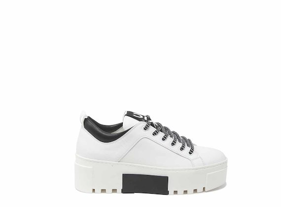 White trainers with spoiler and contrasting insert
