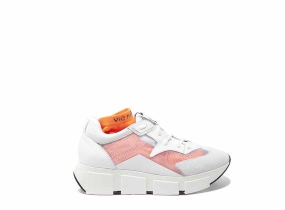 Chaussures de course blanches avec empeigne transparente