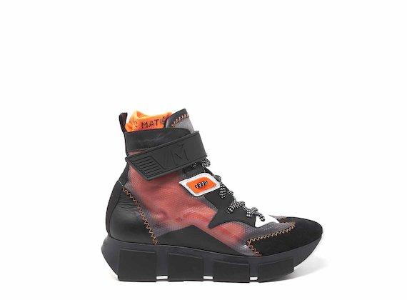 Chaussures montantes transparentes noir et orange avec fermeture en caoutchouc