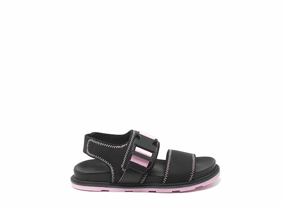 Black/pink sandals with clip fastening and stitching