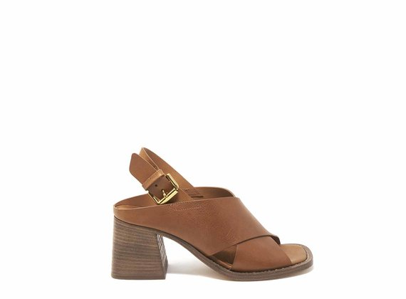 Tobacco brown sandals with square toes