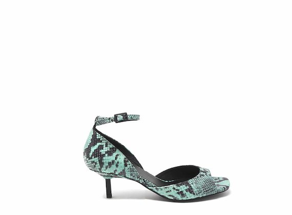 Stumpfer Pumps mit Reptileffekt