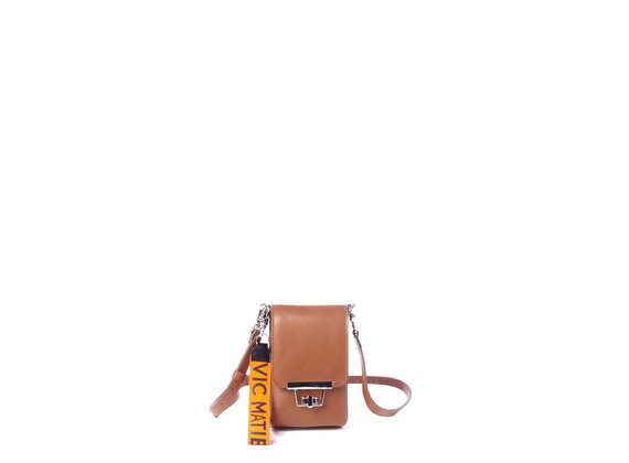 Felicity<br />Smartphone case in smooth tan-brown calfskin