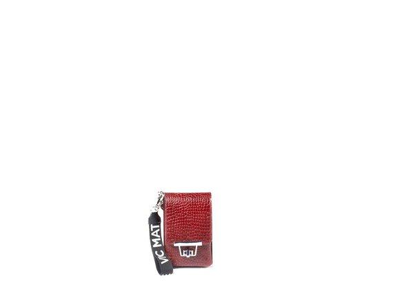 Fanny<br />Smartphone-Halterung aus rubinrotem krokodilbedruckten Kalbsleder