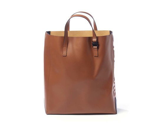 Lexy<br> tan-brown shopper with large 3D logo