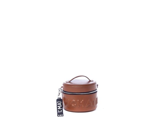 Nikki<br>Sac boîte à chapeau brun avec logo en relief.