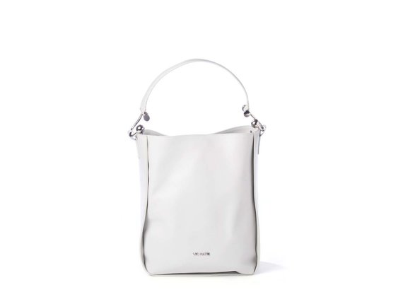 Edith<br> bucket bag in ice-white leather with metal hooks.
