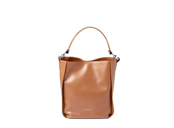 Edith<br> bucket bag in tan-brown leather with metal hooks.