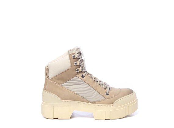 Chaussure de marche en nubuck et tissu couleur miel