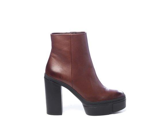 Brown calfskin ankle boots with platform