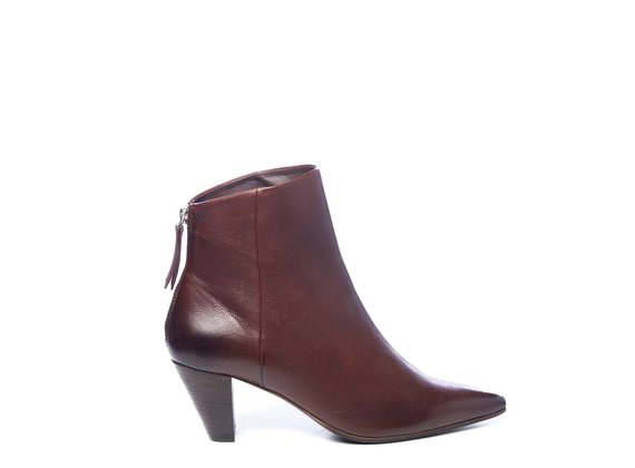 Zipped brown ankle boots in soft calfskin with cone heels