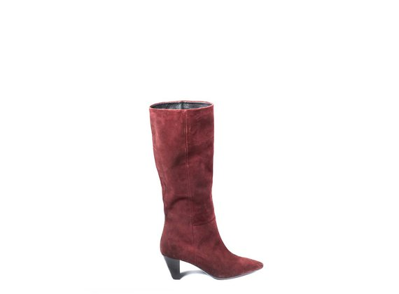 High boots in brick-red split leather with cone heels