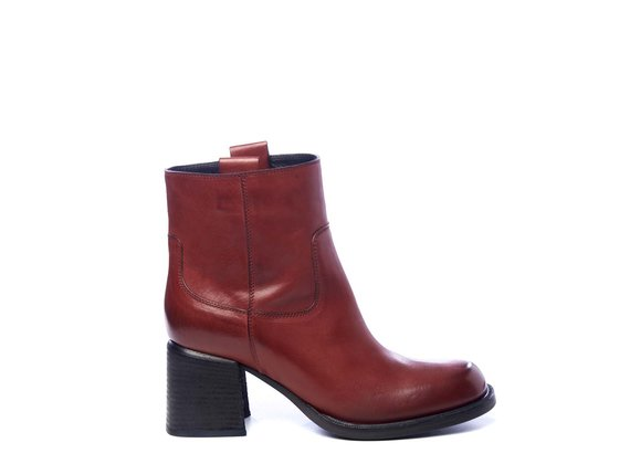 Tube ankle boots in brick-red calfskin