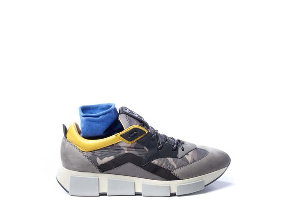 Men's running trainers in grey split leather/clay-brown camouflage fabric