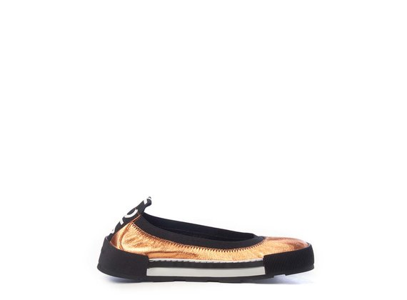 Sporty ballerina flats in soft, laminated orange nappa leather
