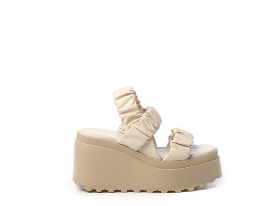 Wedge sandals with 3 ivory-coloured bands - Beige