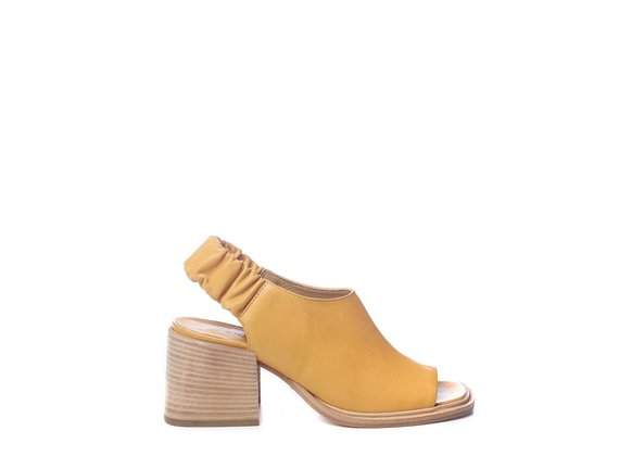 Ochre-yellow calfskin sabots with open toe - Yellow
