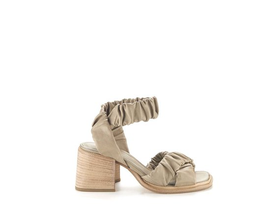 Clay-grey sandals with criss-crossing bands