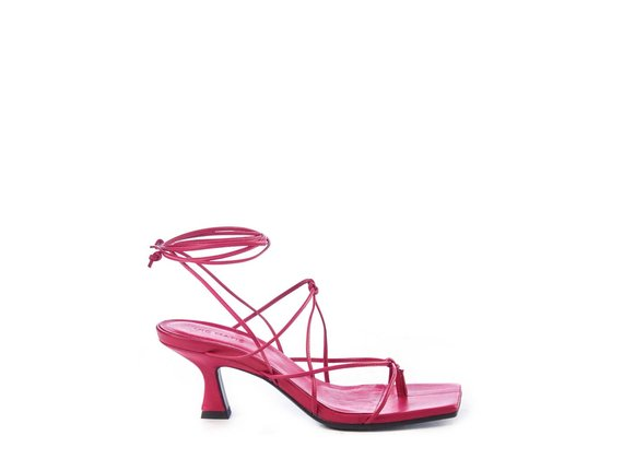 Magenta sandals with leather strings