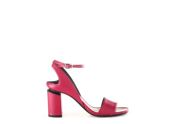 Magenta sandals with suspended heel